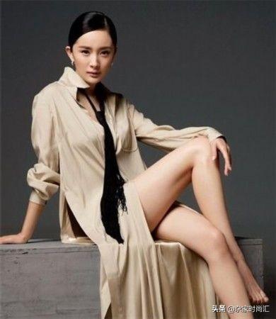 杨幂离婚后,32岁放飞自我,倾力打造性感魅惑风,展现迷人曲线杂家时
