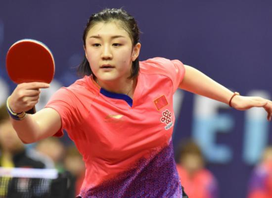 她是国乒第一美少女,获奖无数还有个明星表哥,今25岁没人敢追雨披看