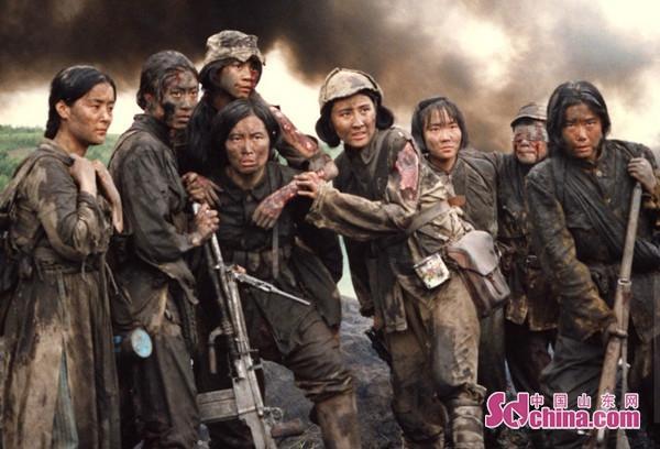 张凯丽33年后重回故地 缅怀八女英烈弘扬正能量中国山东网