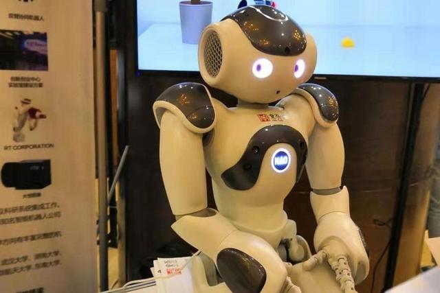 """机智•新场景丨未来教育的无限可能,需要""""机器""""创造亿欧网"""
