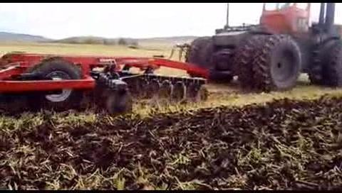 国产440马力折腰转向拖拉机,操作起来效率极高