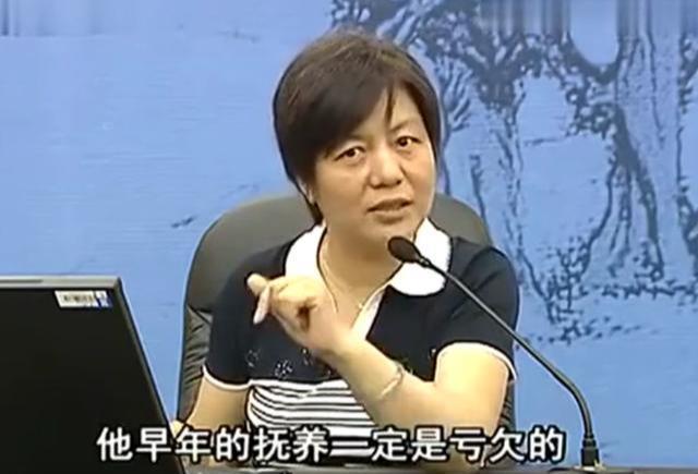 李玫瑾教授:婴儿哭闹究竟该不该抱他?脾气暴躁源于什么?