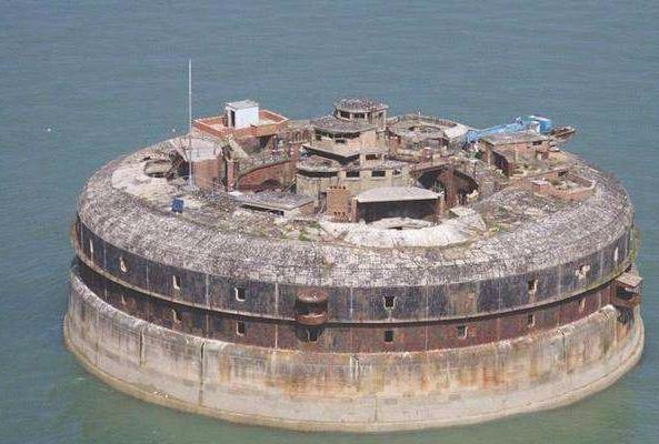 """全球""""最荒诞""""碉堡,闲置158年,终被土豪700万买下!"""