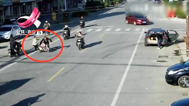 女驾驶员被行人撞倒不幸身亡 行人:我是弱势群体,不负主要责任|群体构建