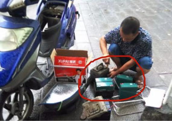 """给个建议:电动车别随便换电瓶!民间一""""小零件,一插,长途无忧"""