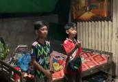 网上爆红的柬埔寨十岁小男孩,会说8国语言,梦想去北京上大学!