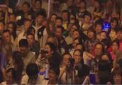 毛宁助阵杨钰莹演唱会献唱这首经典的歌曲 满满的回忆!