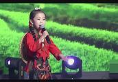 6岁小神童一曲《山歌好比春江水》,天生的好声音,让人无法拒绝