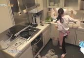 伊能静厨房做饭超级小女人,听到婆婆视频立马插嘴关系好好!