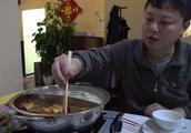 跟着大众点评里的推荐在维也纳吃了一次火锅,自助的20欧一个人