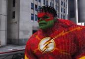 当浩克有了闪电侠的速度,悟空表示:照样不是我超级赛亚人的对手