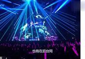 40岁章子怡现身周杰伦演唱会,后台合照,与昆凌比较丝毫不差!