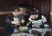 陈翔六点半:春蛋跟蘑菇到饭店吃饭,吃到虫子,想要老板给他免单