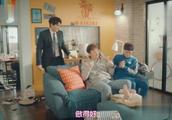 加油吧威基基:三个男人搞笑给孩子换尿片,不料刚换又拉了哈哈