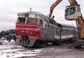 火车到期报废,该如何处理原来是暴力拆解