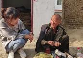 要饭挣钱吗?农村70岁大爷要了60年饭挣了多少钱?看看大爷怎么说