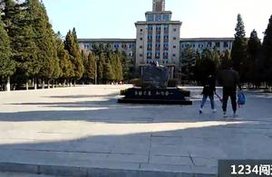 游客拍全国重点大学东北大学的校内景象,看到了刘长春体育馆
