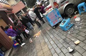 爆料丨高水中街两冰粉摊主因地盘问题大打出手,女摊主被打倒在地