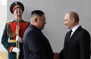 普京与金正恩首度会晤 握手后俩人都说了这句话