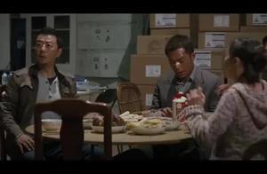 毒战:男子临时买不到纸钱,结果直接拿出真的来烧!