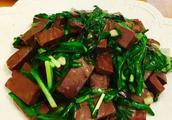 韭菜炒猪血怎么做好吃,韭菜炒猪血的家常做法