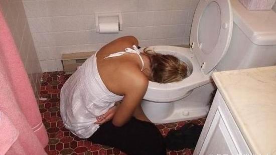 厕所里坐便器叫马桶,那蹲下来大小便的叫什么?