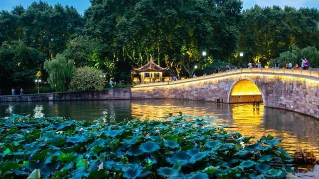 苏州和杭州哪个发达?