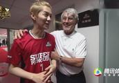 「直击」鹿晗进更衣室与球星见面 米卢亲自传授技艺