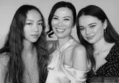 邓文迪50岁生日 两个混血女儿晒照发文:我们很爱你