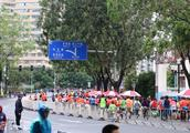 广州马拉松比赛场内外的感动瞬间,让这个阴冷的冬天温暖而励志