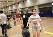 岳云鹏与妻子现身机场遭吐槽 嫂子却霸气回应
