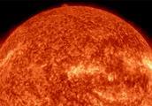 地球自转一圈是一天,月球要一个月,太阳赤道和两极自转竟差10天