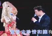 梅艳芳告别演唱会,张学友一上台就哭了!俩人合作《祝福》成绝唱