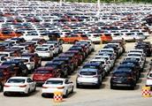 为什么汽车厂的汽车总是露天停放,不怕被晒坏吗?看完大开眼界
