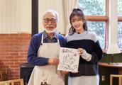 秦岚穿旗袍美如白月光,为《龙猫》温柔配音,宫崎骏赠亲笔绘图!