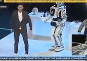 """俄""""最先进机器人""""里面竟装着个大活人 穿帮照流出"""