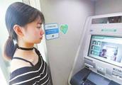 为什么银行员工总叫客户在ATM机上取钱?你知道背后的猫腻吗?