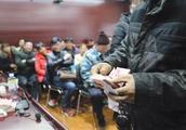 蔬菜市场重建起纠纷 77名摊贩讨订金