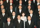 日本民意调查:安倍内阁支持率上升至53%,近半数反对扩大接收外国劳动人口