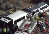 载中国游客小巴在澳大利亚遇车祸 已致3人死亡