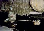 俄宇航员暴力拆除国际空间站 探究飞船体小洞成因