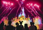 上海迪士尼明天开启春节模式 米奇唐老鸭都穿中装