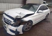 二手车商收了一台奔驰C级事故车,事后称:修好轻松挣5万!