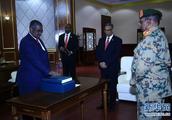 苏丹新总理和第一副总统宣誓就职