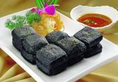 """街边最受欢迎的美食""""臭豆腐"""",女生都爱吃,你知道是什么做的吗"""