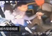 又一起!男乘客暴打公交车女司机!曾有人因此被判刑11年!