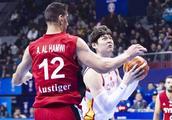 中国男篮出征世预赛的12人大名单出炉,球迷盼望的四大核心落选