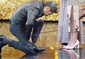 吴秀波单膝跪地向张小斐致歉,玩儿这么大的吗?