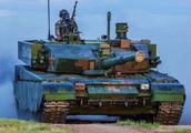 中国坦克十分人性化:有自动挡和方向盘 开起来和家用轿车一样