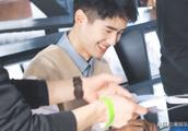 娱讯:刘昊然批评逃课粉丝 娜扎视频男主回应 黄晓明祖孙打篮球